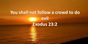 not_follow_a-crowd